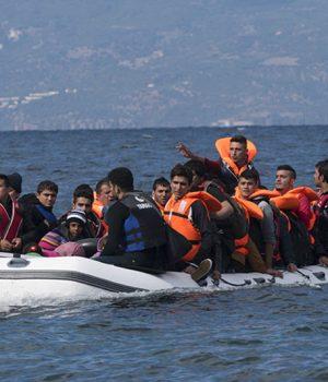 Flyktingar i gummibåt på Medelhavet, foto: iStock